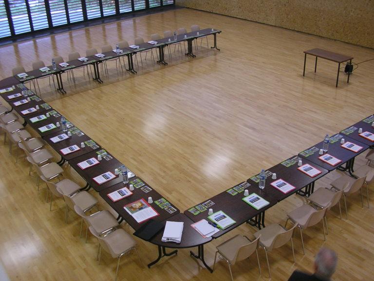 Salle de conférence du bâtiment d'accueil